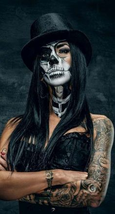 Scary Yet Pretty Halloween Makeup Looks You Need ; Halloween M… Scary Yet Pretty Halloween Makeup Looks You Cute Halloween Makeup, Pretty Halloween, Halloween Make Up, Scary Halloween, Halloween Drawings, Halloween Quotes, Los Muertos Tattoo, Skull Sleeve Tattoos, Tattoo Ink