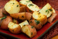 Herb-Roasted Red Bliss Potatoes - Joy of Kosher Are Potatoes Paleo, Roasted Baby Red Potatoes, Red Bliss Potatoes, Herbed Potatoes, Passover Potato Recipe, Passover Food, Passover Recipes, Brunch Recipes, Dinner Recipes