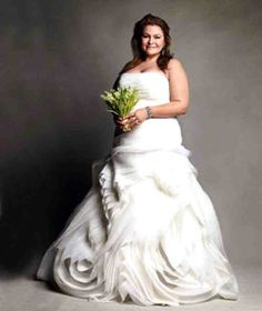 Plus Size Brides can now have a Vera Wang Wedding - The Pretty Pear Bride - Plus Size Bridal Magazine Plus Size Wedding Gowns, Bridal Wedding Dresses, Wedding Dress Styles, Designer Wedding Dresses, Wedding Attire, Vera Wang Wedding, Plus Size Brides, Curvy Bride, Vera Wang Dress