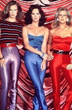 I adored Charlie's Angels until Shelly Hack joined. She was all weird and cross-eyed. Look! She can't even get her outfit right.Then they got Tanya Roberts who really sucked ass. Ruined my whole damn tv week when they screwed this show up. Charlies Angels Costume, 70s Fashion, Vintage Fashion, Fashion History, Shelley Hack, 70s Mode, Cheryl Ladd, Disco Pants, Farrah Fawcett