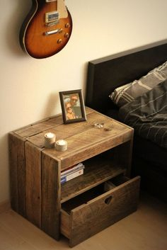 Pallet Furniture Projects LARGE Pallet Nightstand in pallet furniture pallet bedroom ideas with wood Reclaimed pallet DIY - A pallet nightstand to make yourself! Diy Pallet Furniture, Diy Pallet Projects, Furniture Projects, Home Projects, Woodworking Projects, Furniture Design, Woodworking Furniture, Pallet Ideas, Bedroom Furniture