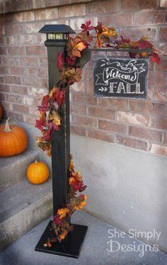 18 Fabulous Fall Porch Decor Tips - Porch Decorating Ideas Thanksgiving Decorations, Seasonal Decor, Fall Decorations, Fall Crafts, Holiday Crafts, Deco Haloween, Fall Projects, Diy Projects, Porch Signs