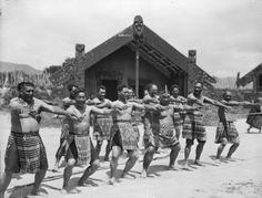 Polynesian People, Polynesian Culture, People Of The World, My People, Tauranga New Zealand, Hawaiian Clothes, Maori People, Maori Designs, Maori Art