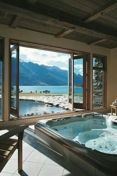 Blanket Bay Lodge, Glenorchy, New Zealand. Our friends at Blanket Bay Lodge know the best places to put hot tubs Future House, Dream Bathrooms, Beautiful Bathrooms, Luxury Bathrooms, Romantic Bathrooms, Luxury Bathtub, Interior Exterior, Interior Design, Beautiful Homes