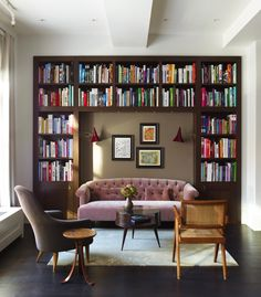 Damon Liss carved this cozy, intimate library nook out of a larger, loft-like space in Tribeca, New York City. The light-filled corner includes armchairs by Kerstin Horlin Holmquist and Pierre Jeanneret, as well as a Martin Eisler coffee table purchased f Mid Century Modern Living Room, Living Room Modern, Living Room Designs, Living Room Decor, Living Rooms, Modern Bedroom, Small Living, Small Room Design, Family Room Design