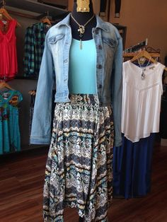 It may be cold out but we're getting ready for warmer weather with this trendy outfit!!