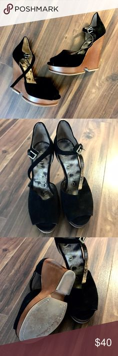 🍾 FLASH SALE 🍾 Sam Edelman Wood Wedge Black Sam Edelman wooden wedge. Has some wear on the wedge. Great shoe, just a little big on me. Sam Edelman Shoes Wedges