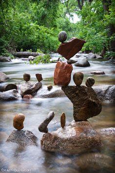 #Art that defy #gravity http://www.kafepauza.mk/art-i-dizajn/umetnost-koja-i-prkosi-na-gravitacijata/