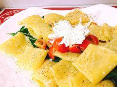 Con la #primavera ecco riscoprire uno dei piatti più amati che caratterizzano da sempre il menù #rizzelli:   PACCHERI DI PASTA FRESCA CON POMODORINI E BURRATA!!!   Un gusto delicato e raffinato che appagherà anche i palati più esigenti!   Potrete gustarli da noi in boutique in via Cernaia 3 oppure comodamente a casa vostra in tutta Torino tramite le app #Justeat e #Foodora!!!