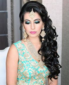 Gorgeous Kundan Jewelry paired with a bright teal lehenga and dramatic eye makeup! Love this look for a wedding!