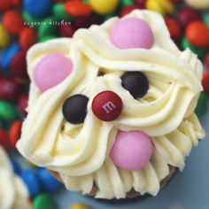 Puppie Westie Dog cupcake | Dog Cupcake Decoration Ideas - Eugenie Kitchen
