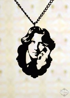 Oscar Wilde homage portrait necklace in black stainless steel - Victorian writer silhouette jewelry