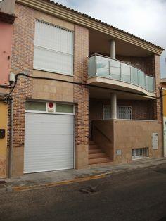 #Edificios #Moderno #Recibidor #Balcon #Escalera #Exterior #Ventanas #Fachada #Puertas #Vidrio