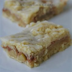 Come fall I always crave apple bars. Apple bars have all the flavor of good old apple pie but without all the fuss. The crust comes toget...