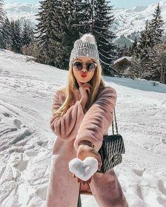 winter outfits new york Fotos zum Nachbauen Snow Photography, Girl Photography Poses, Levitation Photography, Exposure Photography, Abstract Photography, Travel Photography, Photography Captions, Photography Camera, Photography Projects