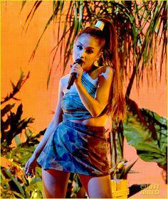 ariana grande nicki minaj american music awards 01