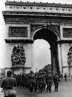 'ARCH OF TRIUMPH,' PARIS ON EVE OF WORLD WAR II (photo: History of France @ wikipedia)