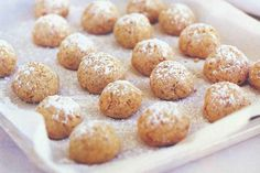Give your kids nutty delight this Christmas with little almond baked bites.