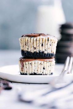Mini Oreo Cheesecakes   Chelsea's Messy Apron Cheesecake Calories, Cinnamon Roll Cheesecake, Mini Cheesecake Recipes, How To Make Cheesecake, Mini Desserts, Easy Desserts, Cookie Recipes, Dessert Recipes, Oreo Cheesecake Bites
