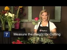 How to Arrange Flowers in a Square Vase
