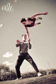 LIndy Hop, Gaston et Tina, photo: ALC Fotografia amazing shot! Lindy Hop, Shall We Dance, Lets Dance, Rockabilly, Tango, Electro Swing, Dance Numbers, Swing Dancing, Partner Dance