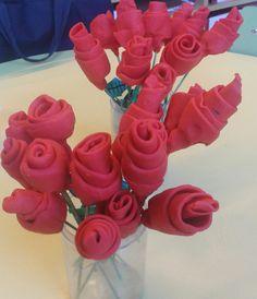 Roses originals i dracs creatius per treballar aquest Sant Jordi St Georges Day, Diy And Crafts, Arts And Crafts, Diy Art Projects, Rose Art, Saint George, Art Activities, Spring Crafts, Flower Crafts