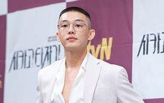 [HD포토] 유아인, '아찔한 가슴노출' / HD Photo News - TopStarNews.Net