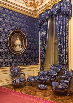 Entdecken Sie Hintergrundinformationen zu der kostbaren Ausstattung im Schloß Schönbrunn, zu aktuellen Restaurierungsarbeiten und Forschungsprojekten.