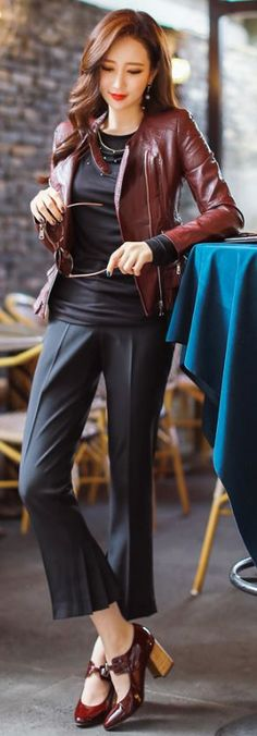 StyleOnme_Pleated Back Hem Capri Dress Pants #black #autumnlook #chic #koreanfashion #capri #dailylook