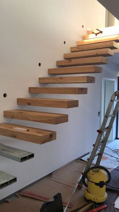 Cantilever stairs, fastening, construction a large selection of materials … Stairway Railing Ideas, Staircase Railing Design, Home Stairs Design, Home Room Design, House Design, Cantilever Stairs, Metal Stairs, Modern Stairs, Floating Staircase