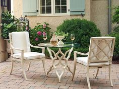 Elegant outdoor dining with Tommy Bahama. Find beautiful Tommy Bahama outdoor furniture at West Coast Living