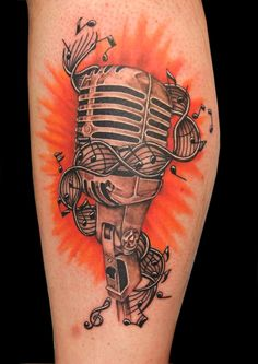 Here's cool Old School Mic Tattoo that we have to show you. Are you looking for an Old School Microphone Tattoo? This will give you a good idea for those Mic Tattoo, Microphone Tattoo, Note Tattoo, Tattoo Music, Creative Tattoos, Great Tattoos, Body Art Tattoos, Sleeve Tattoos, Music Tattoo Designs