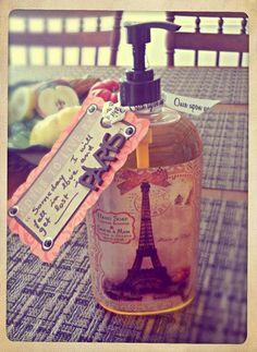 Relooking d'un distributeur à savon par Florence avec ruban Once Upon et breloque @Créactivités Loisirs Créatifs (www.creactivites.com)
