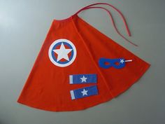 Cape de Super Héros rouge avec un étoile dans cercles : Ecole et loisirs par la-fee-brochette