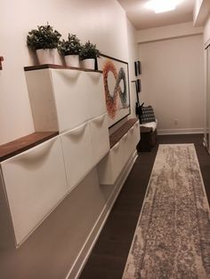 48 Adorable Small Entryway Makeover Decor Ideas Domed ceilings, open entryways, and big doors are ideal for houses close to the beach. Hallways are narrower than the typical room. Leather sofa suites are a great choice for any home. You will als… Hallway Decorating, Interior Decorating, Interior Design, Decorating Ideas, Hallway Storage, Bathroom Storage, Wall Storage, Storage Ideas, Small Entryways