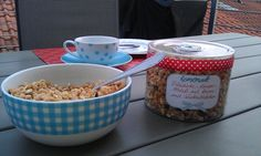 homemade Knuspermüsli mit Kernen und Schokostückchen