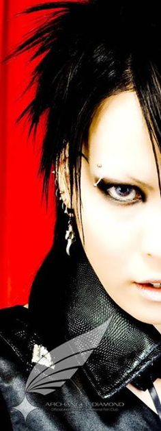 exist†trace guitarist Omi (from photo set) #jrock #japan #girlsrock #visualkei #guitar