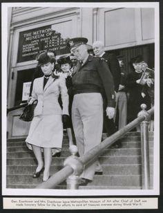 Gen. Dwight Eisenhower and Mrs. Eisenhower leaving Metropolitan Museum of Art, 1946