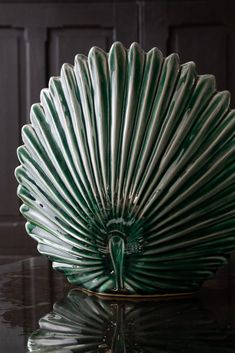 Looking like a fan, an oyster shell & a palm leaf, this Green Vase is an ornament by itself but also benefits from holding faux stems or artist brushes. Real Plants, Potted Plants, Hanging Planters, Planter Pots, Decorative Accessories, Home Accessories, Vase Centerpieces, Vases, Rockett St George