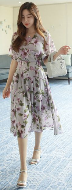 43 Adorable and Elegant Fashion for Fall with Flower Dress Style Wrap Dress Floral, Floral Print Dresses, Floral Prints, Modele Hijab, Trendy Fashion, Womens Fashion, Feminine Fashion, Short Dresses, Summer Dresses