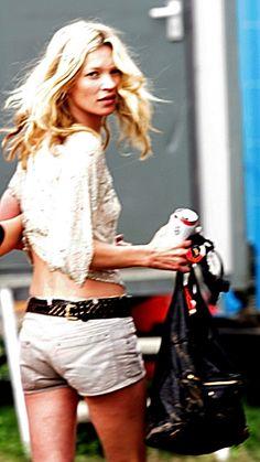Les looks de Kate Moss au festival de Glastonbury, short d'été