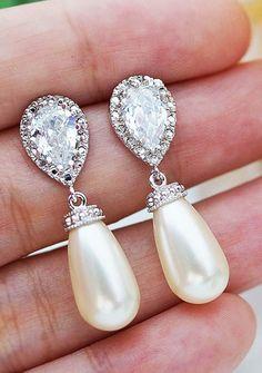 Beautiful bridal earrings. So pretty!