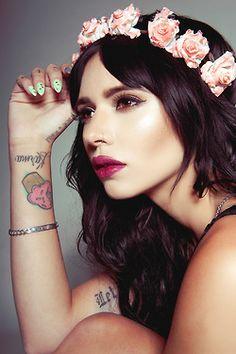 Dark hair, impeccable liner, fuchsia lips -- stunning look. Beauty Makeup, Hair Makeup, Hair Beauty, Rock And Roll Fashion, Flower Headdress, Alternative Girls, Inked Girls, Dark Hair, Crowns