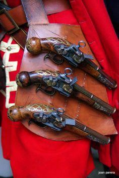 """Xarpa Catalana d'inicis del segle XVIII. Model per portar tres pistoles """"de Xarpa"""". Era una eina molt habitual dels soldats Miquelets o Fusellers de Muntanya de l'exèrcit Català de la Guerra de Successió (1705-1714)."""