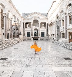Diocletian's Palace in Split, Croatia - A world Unesco Heritage site Villa Dubrovnik, Dubrovnik Croatia, Las Vegas Hotels, Sedona Arizona, Travel Abroad, Travel Tips, Hotels In Split, Places To Travel, Places To Go