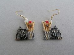Should you have a passion for dogs and pets you really will enjoy this cool info! Face Earrings, Seed Bead Earrings, Beaded Earrings, Seed Beads, Beaded Jewelry, Peyote Stitch Patterns, Seed Bead Patterns, Jewelry Patterns, Beading Patterns