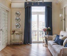 Gyönyörű ajtók, falak gyöngyházfényű vakolattal egy hölgy 54m2-es klasszikus stílusban berendezett lakásában