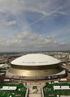 New Orleans - Has hosted more Super Bowls (along with Miami) with with seven of them at the Mercedes-Benz Superdome (pictured) and three at the old Tulane Stadium. New Orleans Architecture, New Orleans Saints Football, New Orleans Mardi Gras, Sports Stadium, New Orleans Louisiana, Football Stadiums, Crescent City, Down South, Lsu