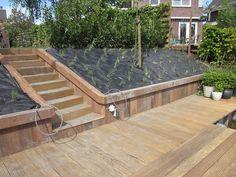 Robuust! Hardhouten trap met terras en beschot aan de waterkant. Particulier project.