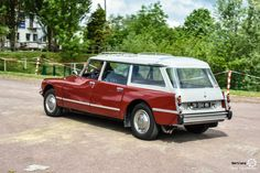 #Citroën #DS #Break à Saulx les Chartreux. #MoteuràSouvenirs Reportage : http://newsdanciennes.com/2016/05/16/saulx-chartreux-petit-rasso-deviendra-grand/ #ClassicCar #Voiture #Ancienne